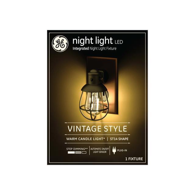 Paquet avant de GE Night Light Vintage LED Warm Candlelight Décoratif Farmhouse Plug-in Fixture (1-Pack)