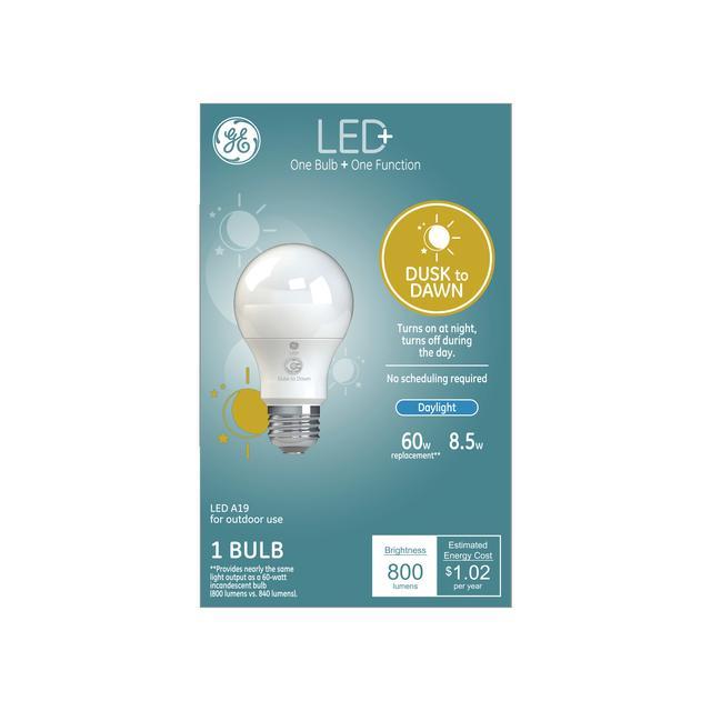 Paquet avant de GE LED+ Crépuscule à dawn Daylight 60 W Remplacement LED General Purpose A19 Light Bulb (1-Pack)